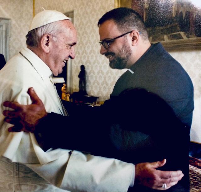 Don Christian Medos con papa Francesco
